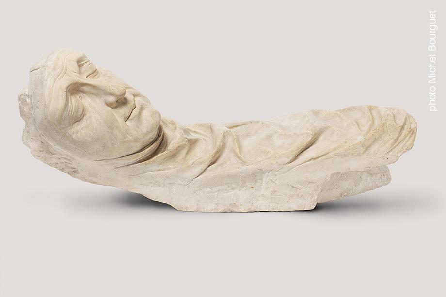 Le visage du gisant, face avant © Michel Bourguet photographe d'œuvre d'art