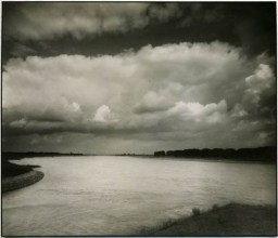 August Sander, Lower Rhine Riverview, 1930s Vintage silver print © Courtesy Galerie Priska Pasquer, Cologne