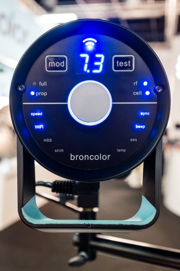 Broncolor Siros Interface with WiFi On