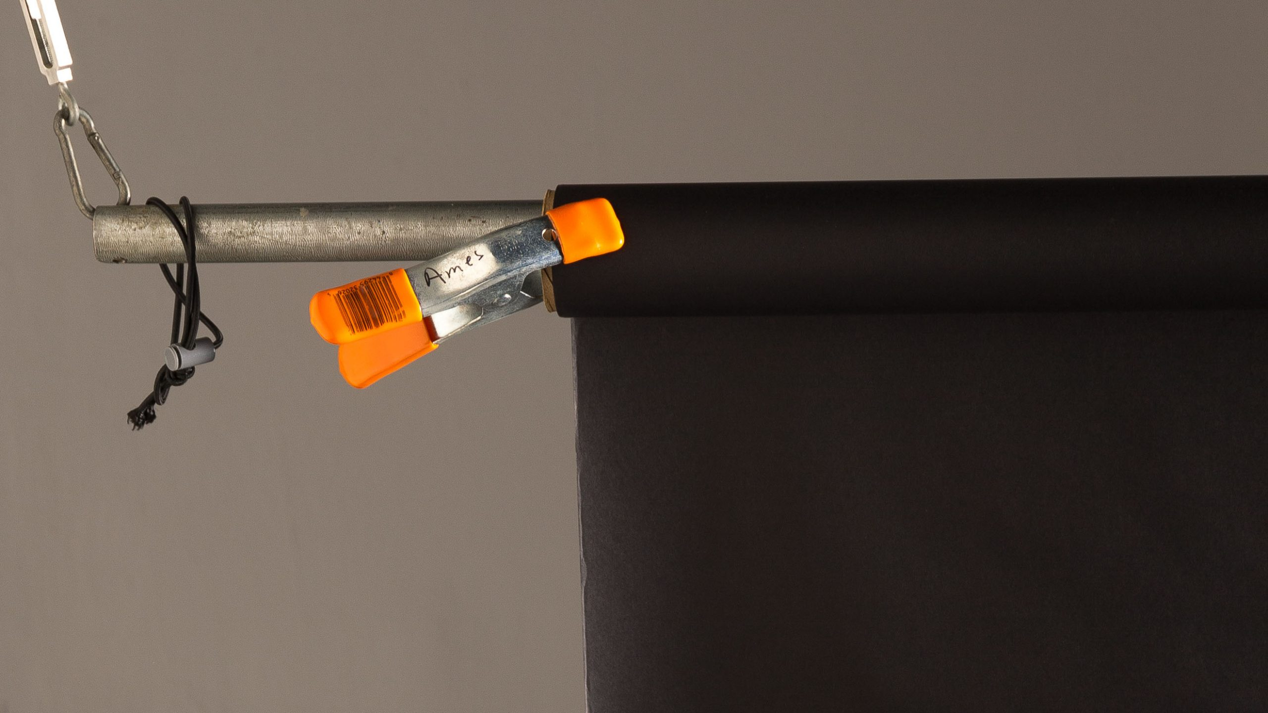 An A-clamp keeps background paper on the roll.