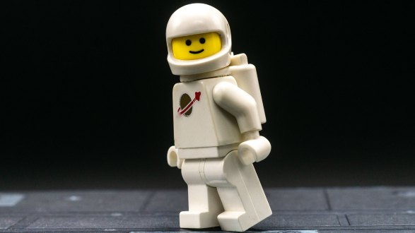 Quick tips for posing LEGO minifigures