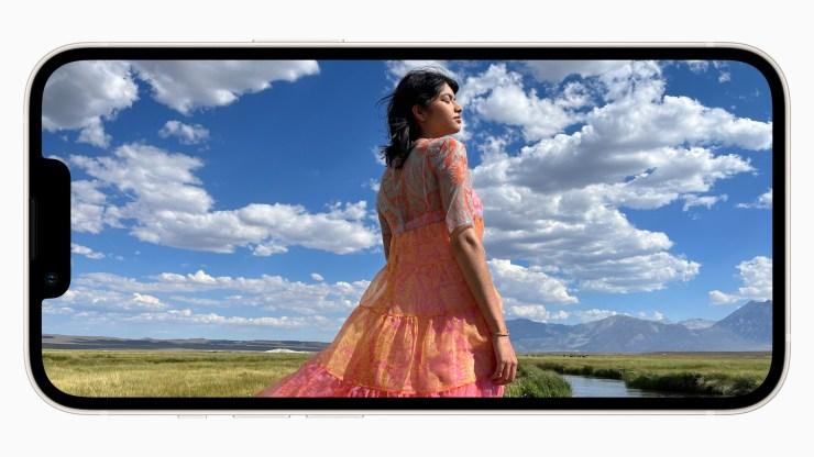 Apple_iphone13_display_09142021