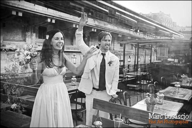 photo de mariage pendant le cocktail
