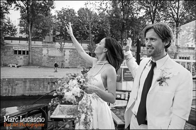 Photo de mariage sur les quais à Paris