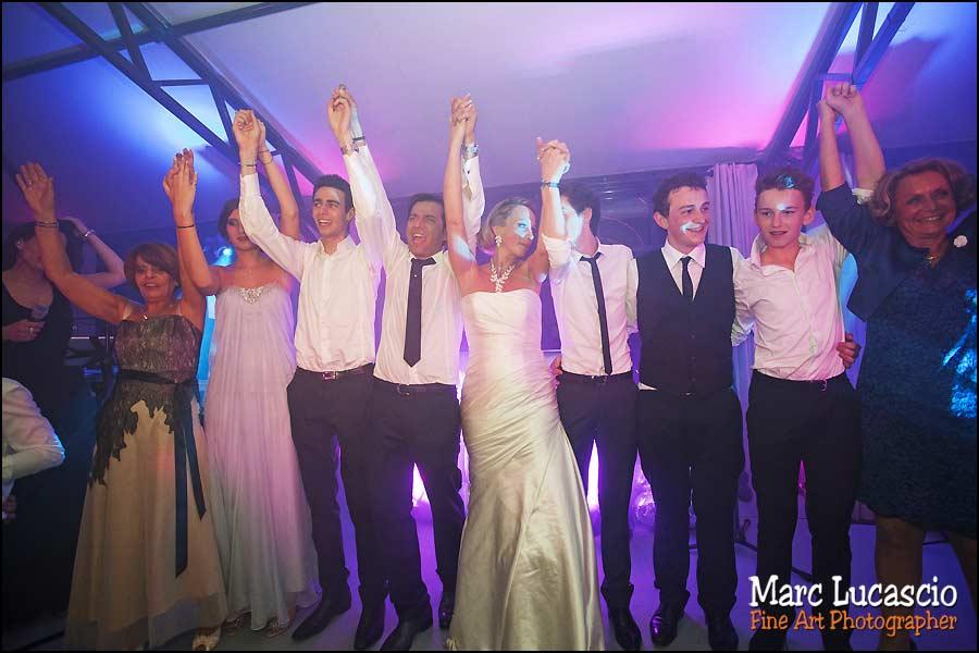 mariage juif photo de groupe pendant la soirée