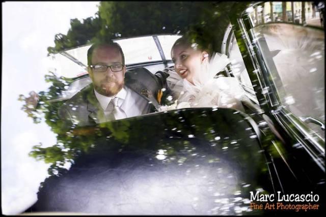 époux dans la voiture mariage paris