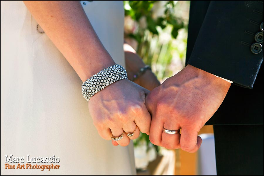 Mariage Marrakech mains enlacées
