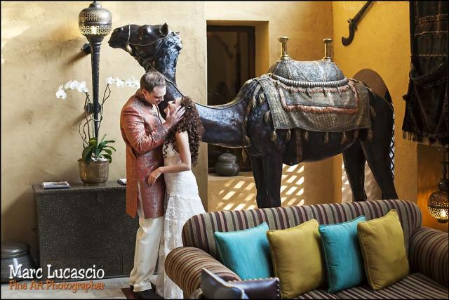 photo mariage bab al shams couple chameau