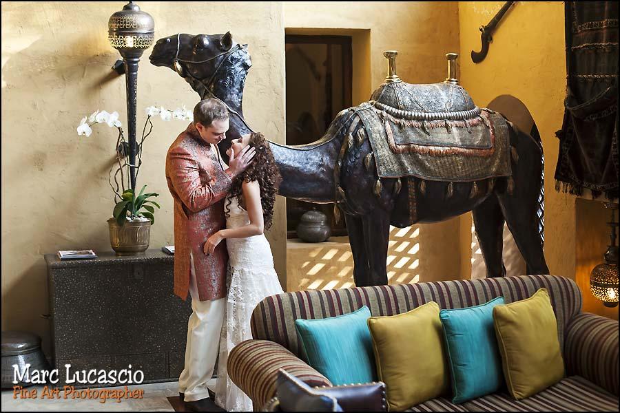 photo mariage bab al shams couple chameau