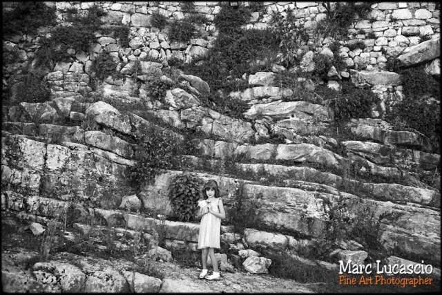 photo portrait enfant contre la falaise