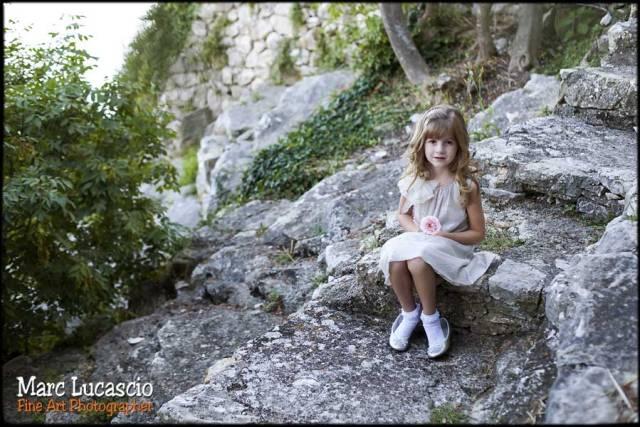 portrait petite fille à la fleur