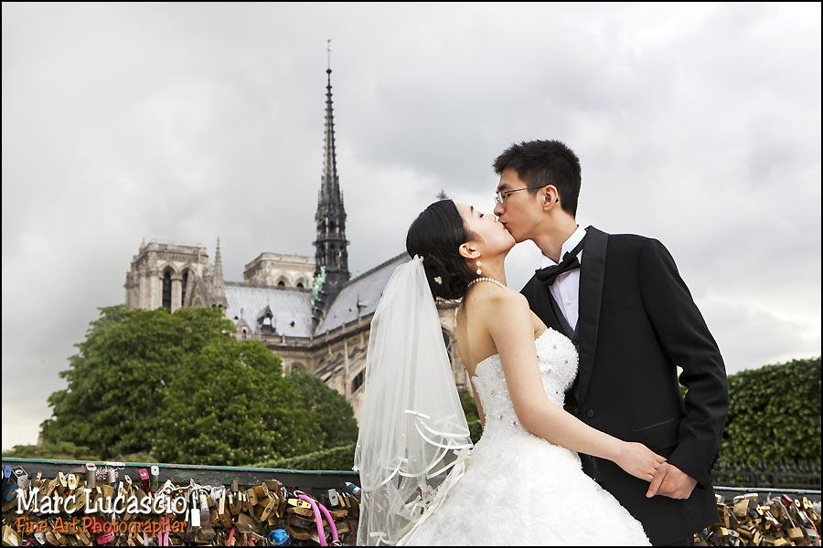 couple paris Tour Eiffel