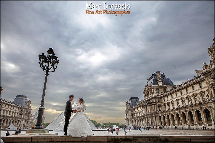 Pyramides du Louvre photos couple
