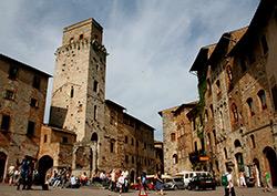 Piazza Cisterna San Gimignano