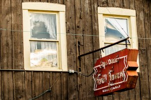 Ye Olde Trail Tavern - Photographer Alex Sablan