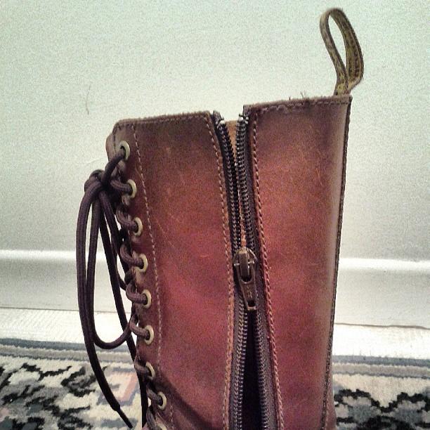 a photo of a broken zipper on a brown boot