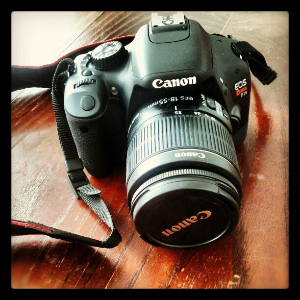 a photo of a canon rebel t2i camera