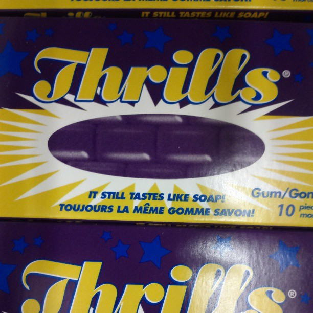 a photo of a package of thrills gum