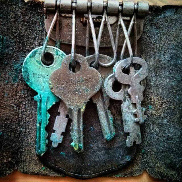 a closeup photo of some rusty old keys