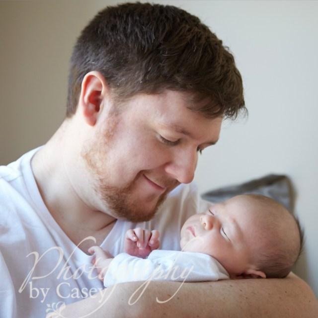 daddy and newborn photo