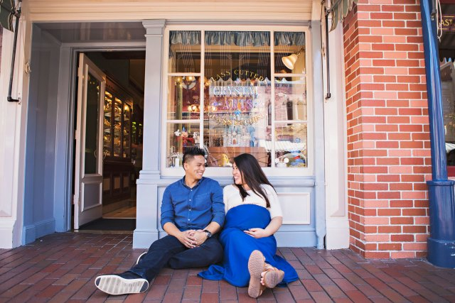 maternity photo session at disneyland, disney maternity session, maternity photos at disney, anaheim, anaheim kid photographer, disney vacation photography, disneyland, disneyland family vacation photography, disneyland vacation photography, family photography, family photos at disneyland, southern california