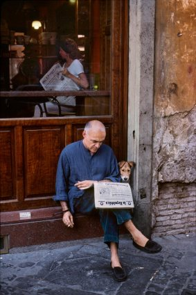 01094_19, Rome, Italy, 10/1994, ITALY-10089. A man reads the newspaper with his dog outside a restaurant. Retouched_Sonny Fabbri 04/28/2014