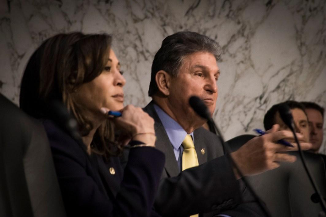 Sens Kamala Harris & Joe Manchin at the Worldwide Threats Assessment Senate briefing Feb 13, 2018