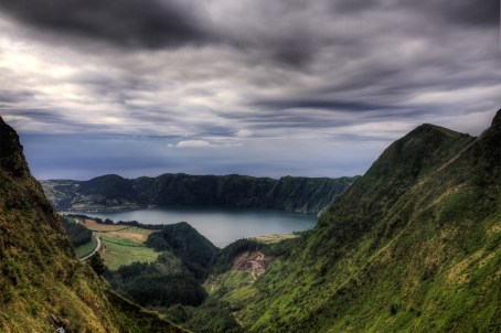 Valley and a lake (Azores, São Miguel 2011)