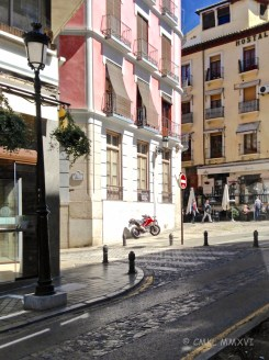 Easing into the streets of Realejo. A fine and fun neighborhood with many bars and restaurants.