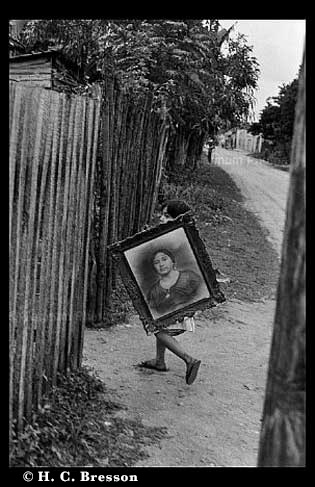 cartier-bresson-child-carrying-painting