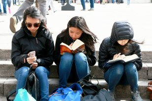 4 books vs smartphones 2 1