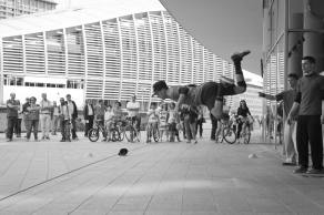 Fabio Bonfanti, Breakdance in Piazza Gae Aulenti