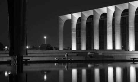 Fabrizio Crippa, Inaugurazione della nuova illuminazione permanente del palazzo, sede Mondadori, progettato da Oscar Niemeyer 04