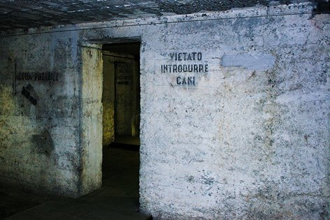 Daniela Loconte 007, Rifugio antiaereo Piazza Grandi