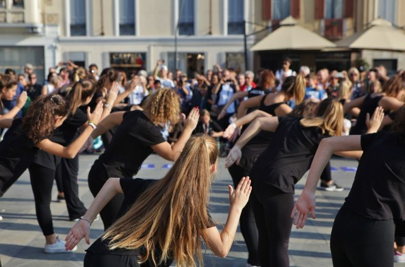 Elena Galimberti - 1 Dance