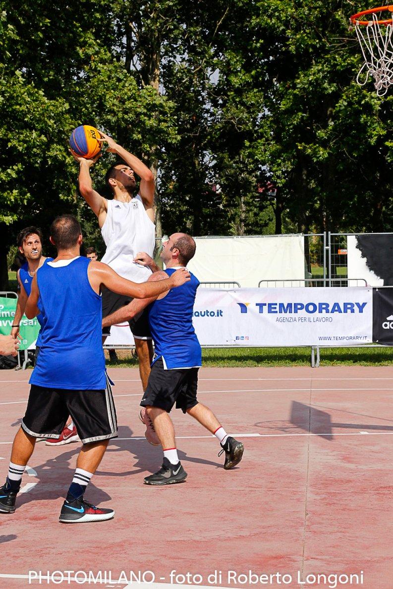 Playground Milano, torneo basket 3×3 – foto di Roberto