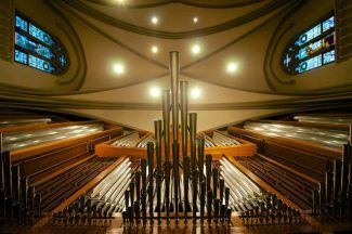 Organ pipes and ceiling lights and other fancy stuff