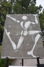 Jérôme MESNAGER, Corps blanc sur mur de Berlin (2014)
