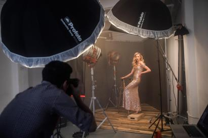 profoto-d1-lindsay-adler-homage-to-hollywood-bts-007
