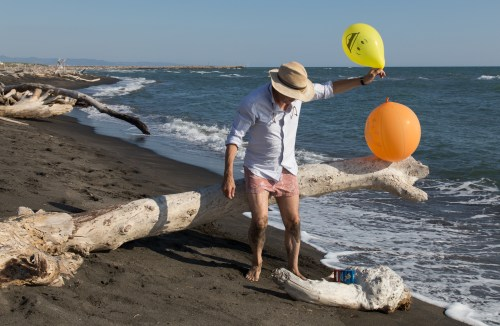 Patrick Nicholas art photographer tries ballooni on a log
