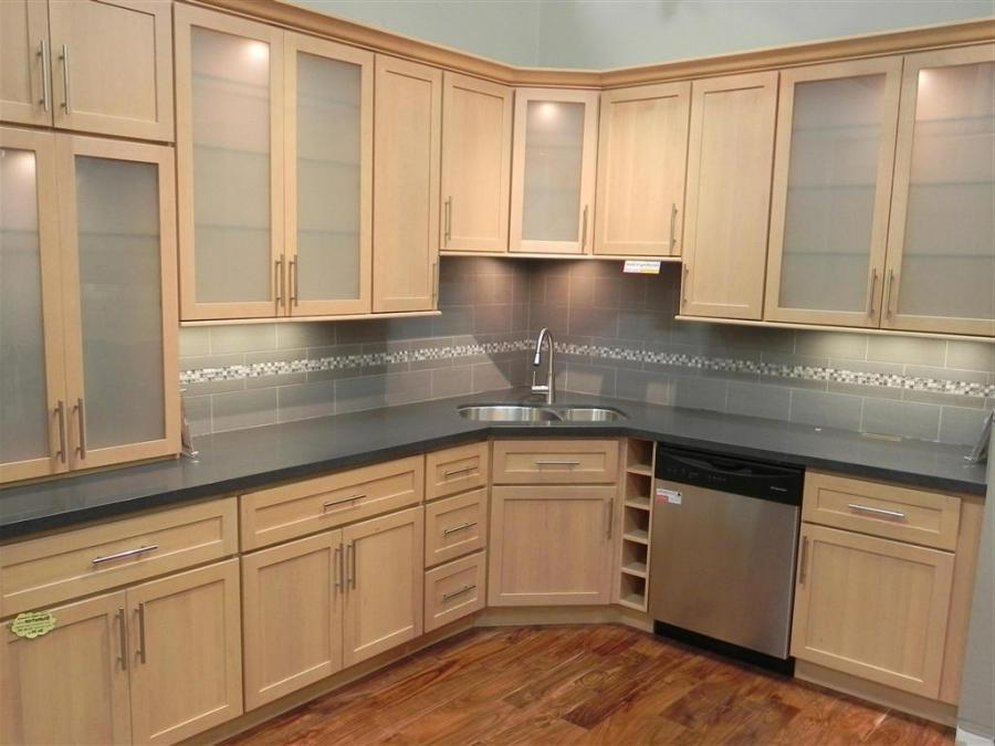 Natural maple kitchen cabinets photos on Kitchen Backsplash With Natural Maple Cabinets  id=25181