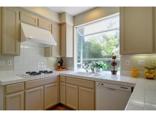 Beige Kitchen Cabinets Photos