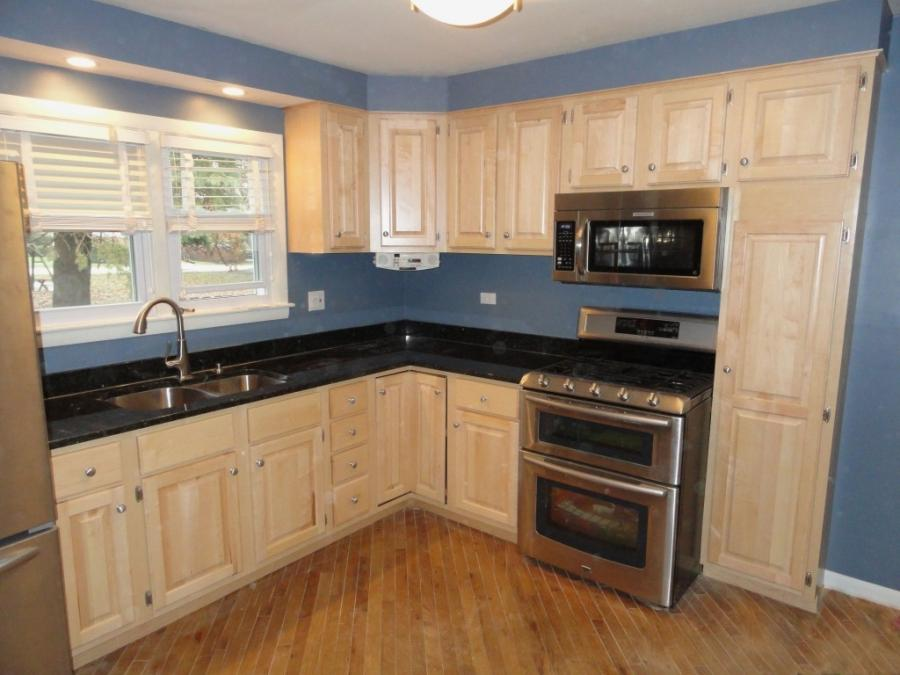 Natural maple kitchen cabinets photos on Kitchen Backsplash With Natural Maple Cabinets  id=27627