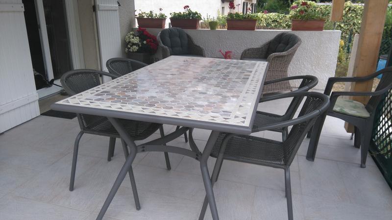 table de jardin en metal et marbre sofia 160 x 90 cm
