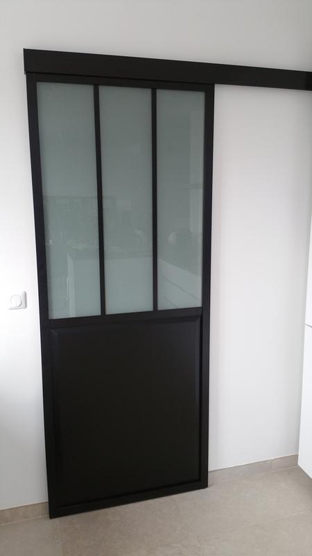 Porte Coulissante Alu Noir Fonc Verre Tremp Givr