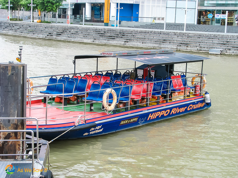 pontoon boat for harbor, included with Singapore hop on hop off ticket