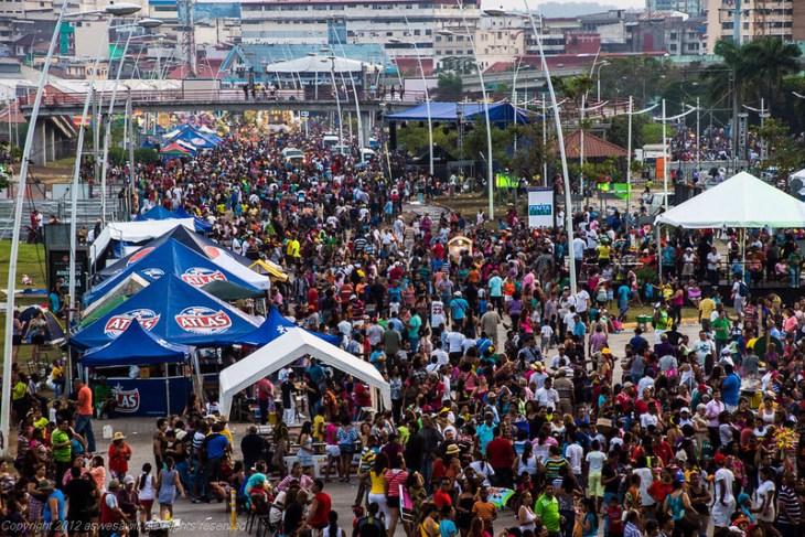 Panama Carnaval crowds