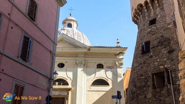 dome of Santa Maria della Orazione, one of the sights in Civitavecchia