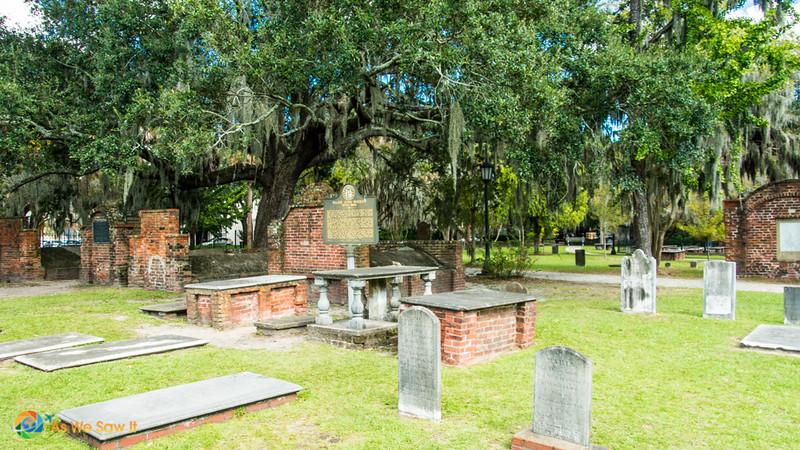 gravestones at Colonial Park Cemetery