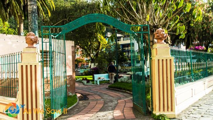 Parque Palomino Flores entrance gate.